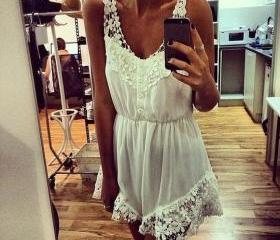Sleeveless lace stit..