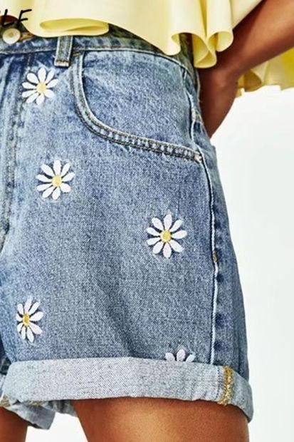 Spring Summer New Daisy Embroidery Bermuda Shorts Women Fashion High Waist Shorts Denim Short Jeans Feminina